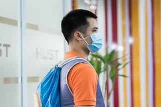 Vietnamese students design 'cooling vest' for frontline health workers