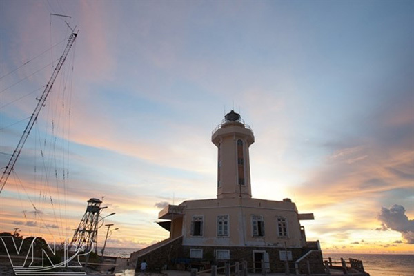 Truong Sa lighthouses affirm Vietnam's sovereignty over seas and islands