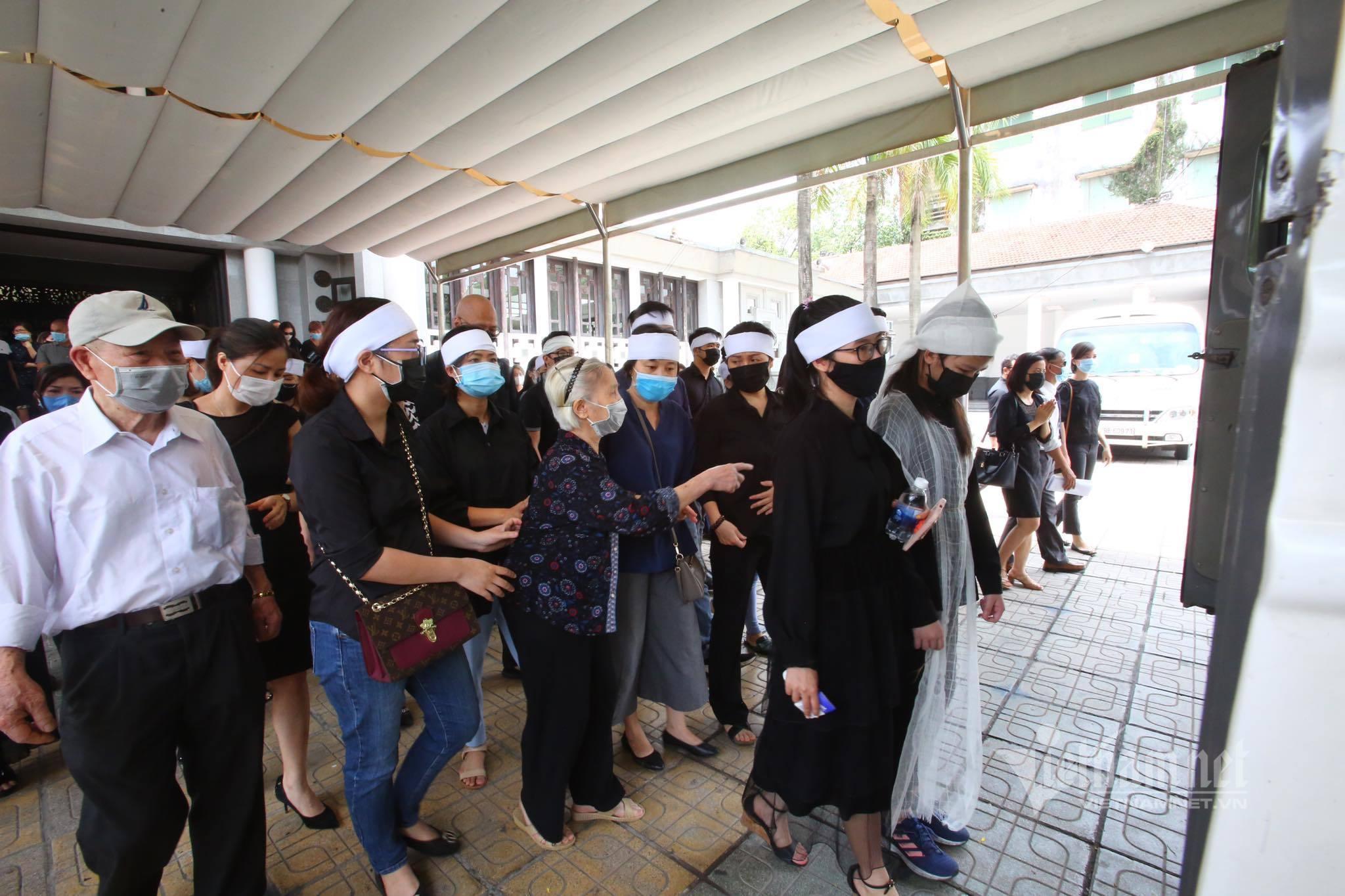 Khoảnh khắc xúc động trong đám tang Hoa hậu Thu Thủy