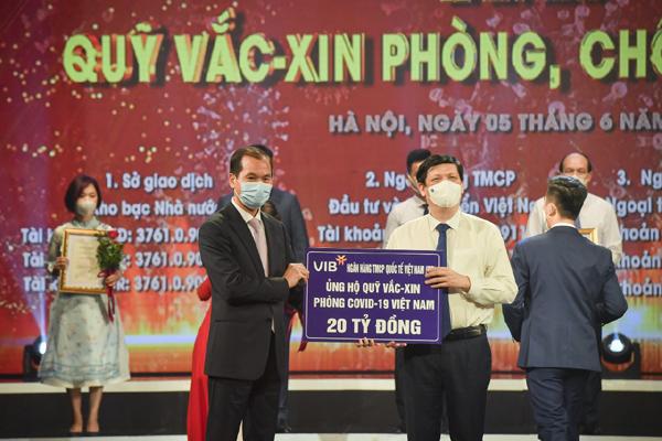 VIB cùng ngành ngân hàng góp Quỹ vắc-xin phòng chống Covid-19