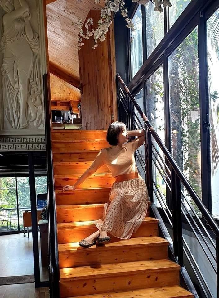 Nhà cổ nằm trên nóc biệt thự gần 500m2 ở Hà Nội