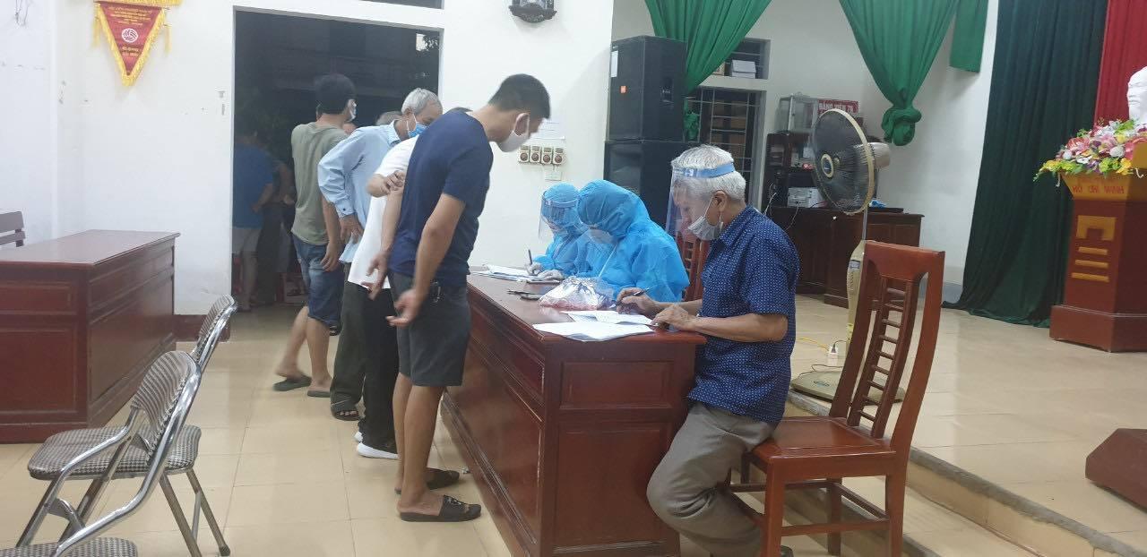 Ba mẹ con ở Hà Tĩnh dương tính với nCoV