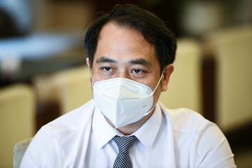 Vì sao Việt Nam chưa áp dụng điều trị Covid-19 tại nhà như nhiều nước
