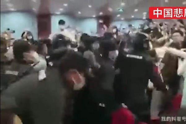 Sinh viên Trung Quốc bắt giữ viện trưởng đại học làm con tin