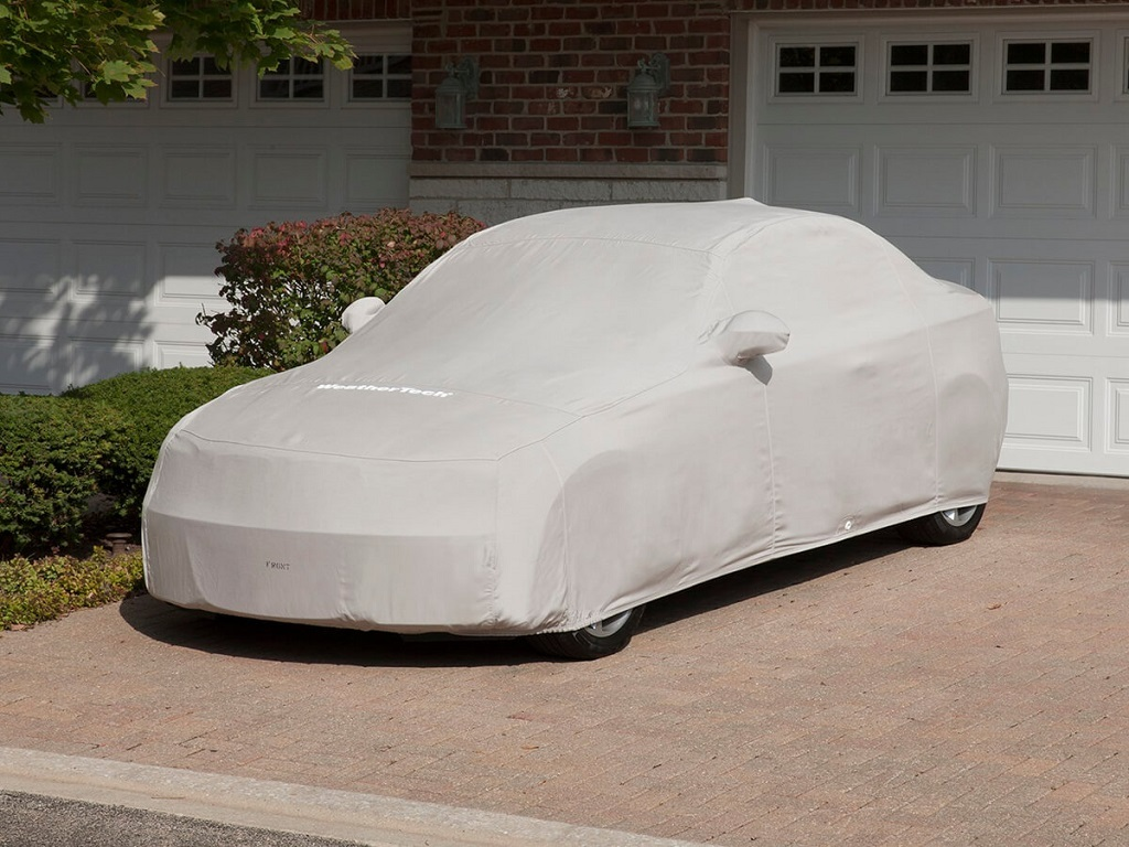 Có nên mua bạt phủ lên ô tô để tránh mưa nắng?