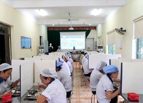 Doanh nghiệp ngành bán lẻ xin được ưu tiên tiêm vắc xin Covid-19