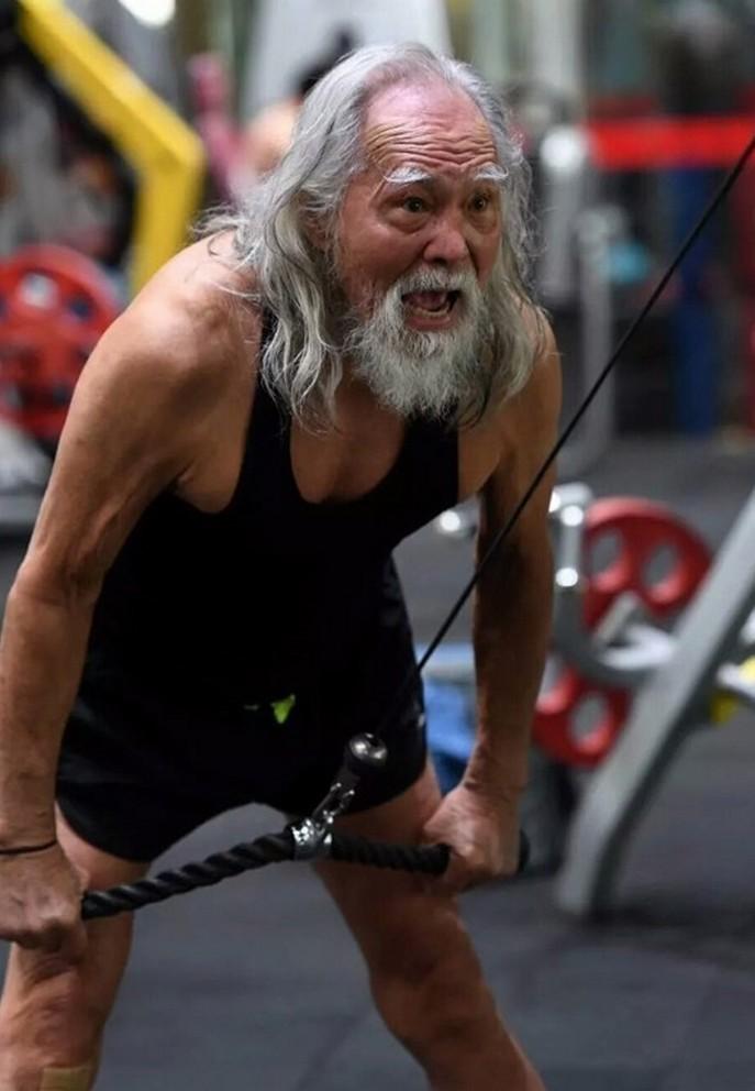 Tài tử Vương Đức Thuận 85 tuổi chăm tập gym, đóng phim, làm mẫu