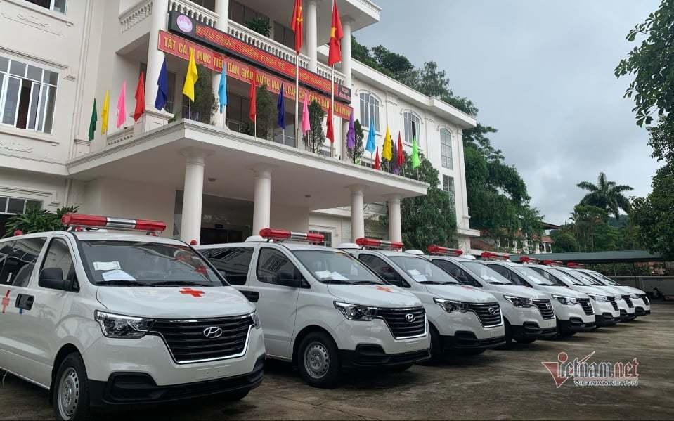 Hội Hoa lan tặng Hòa Bình 8 xe cứu thương phục vụ chống dịch Covid