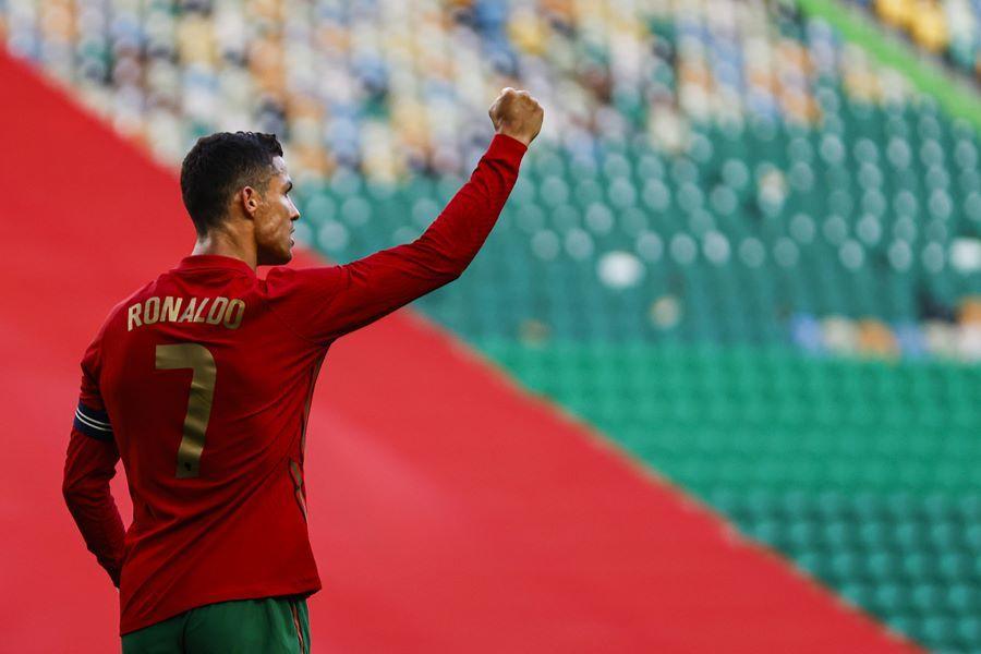 Ronaldo, Bruno Fernandes giúp Bồ Đào Nha thắng '4 sao'