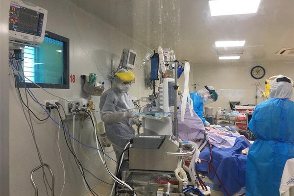 Bệnh nhân phổi đông đặc như phi công Anh ngưng can thiệp ECMO