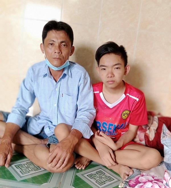 Lời cầu cứu của người cha đơn thân hơn 10 năm chăm con trai suy thận