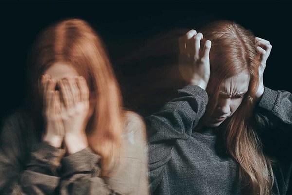Nữ nhân liên tục nhập viện tâm thần sau những chuyến hàng cấm