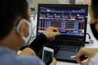 Bộ Tài chính hối thúc HOSE quay về giao dịch lô tối thiểu 10 cổ phiếu