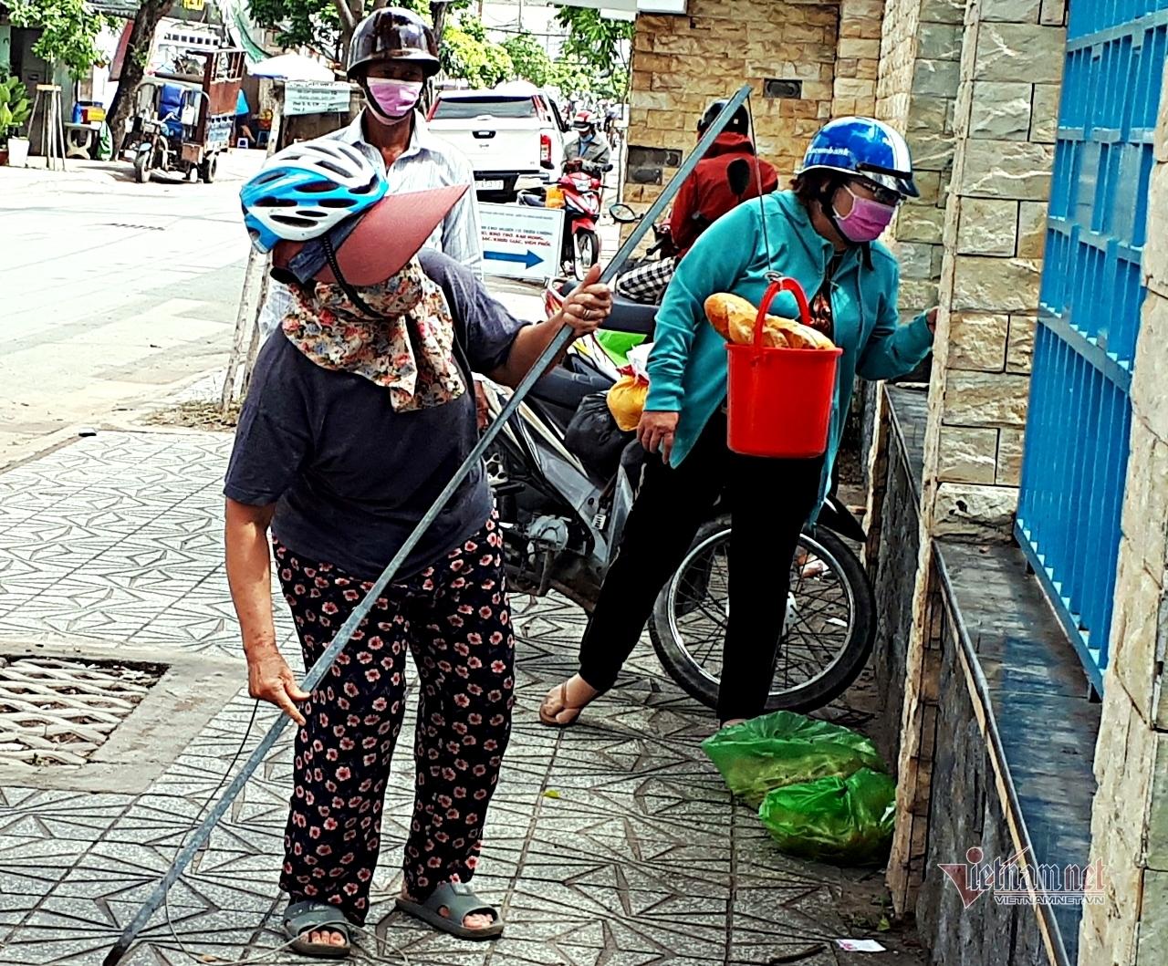 'Cầu câu cơm Thạch Sanh' độc nhất vô nhị của 2 cụ bà Sài Gòn