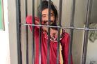 Người đàn ông bị tạm giam vì nuôi tóc dài ở Pakistan