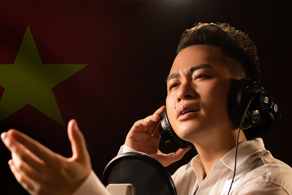 Tùng Dương hát tri ân các chiến sĩ áo trắng