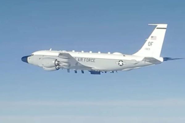 Tiêm kích Nga chạm trán máy bay do thám Mỹ trên Thái Bình Dương