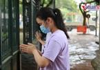 Sĩ tử vái vọng ở cổng Văn Miếu - Quốc Tử Giám trước giờ 'cân não'