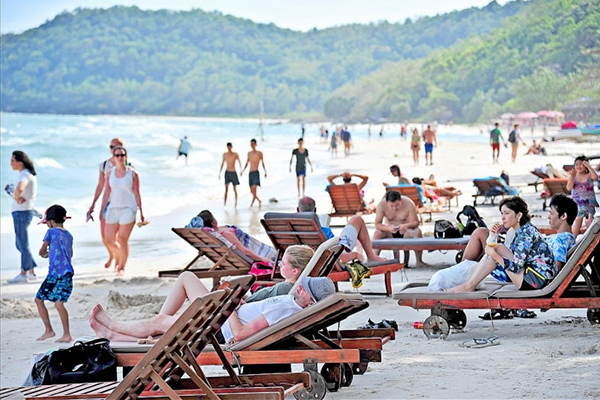 Politburo permits trial of vaccine passports for international visitors to Phu Quoc