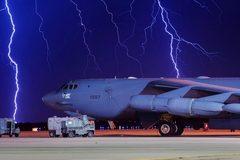 Mỹ đưa máy bay ném bom áp sát lãnh thổ, Nga lớn tiếng cảnh báo