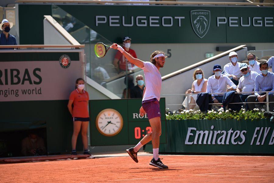 Tsitsipas lập kỳ tích lần đầu tiên vào chung kết Roland Garros