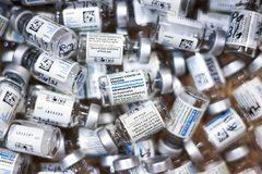 Mỹ vứt bỏ 60 triệu liều vắc xin Covid-19, Malaysia kéo dài phong tỏa