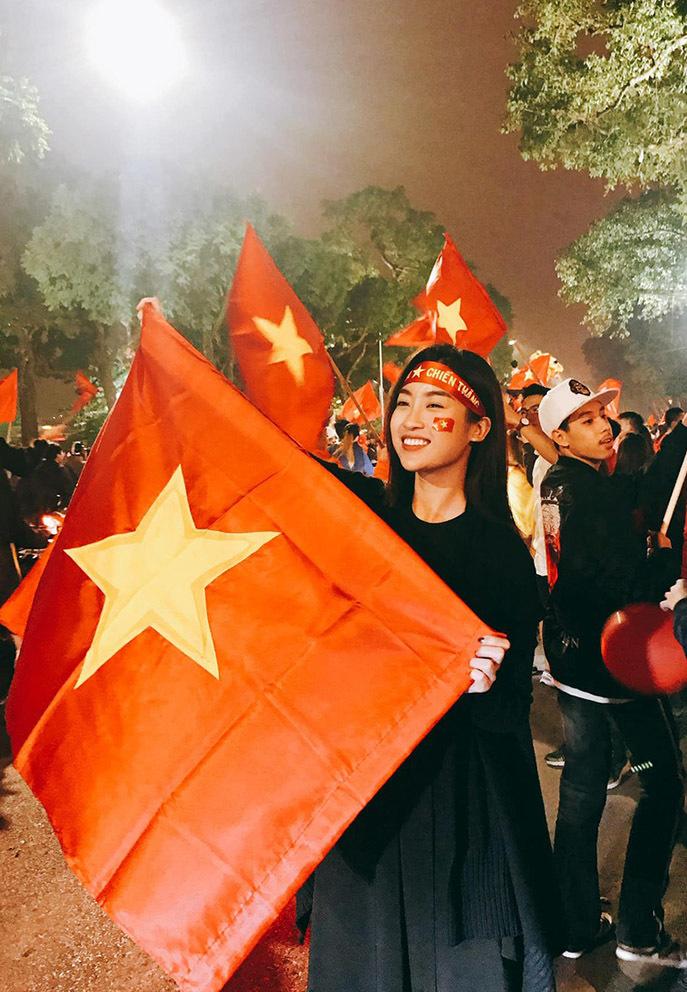 Sao Việt vỡ òa khi tuyển Việt Nam thắng Malaysia
