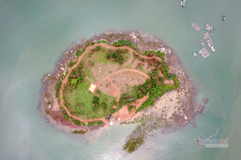 Đảo nguyên sinh ở Móng Cái bị cạo trọc: Đã di chuyển máy móc, công nhân vào bờ