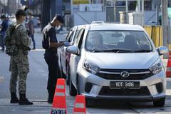 Anh đối mặt tin xấu Covid-19, Malaysia kéo dài phong tỏa