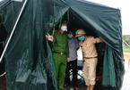 500 cán bộ, chiến sỹ dầm mưa túc trực các chốt phòng dịch ở Hà Tĩnh