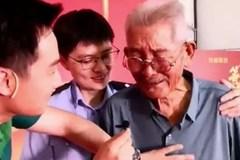 Cụ ông 90 tuổi gặp lại con trai bị bắt cóc sau 58 năm