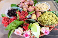 Mâm lễ hoa quả, rượu nếp đẹp mắt đắt hàng ngày Tết Đoan Ngọ