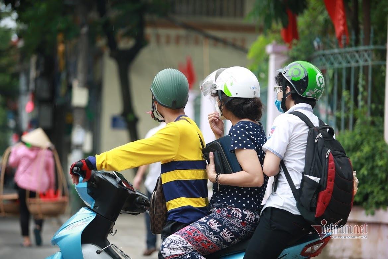Những khoảnh khắc trong ngày đầu tiên thi vào lớp 10 ở Hà Nội