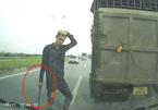 Lái xe tải chèn ép, cầm tuýp sắt 'cà khịa' bị phạt 11 triệu