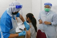 Malaysia đẩy mạnh tiêm chủng, Nga thử nghiệm vắc xin Covid-19 dạng xịt