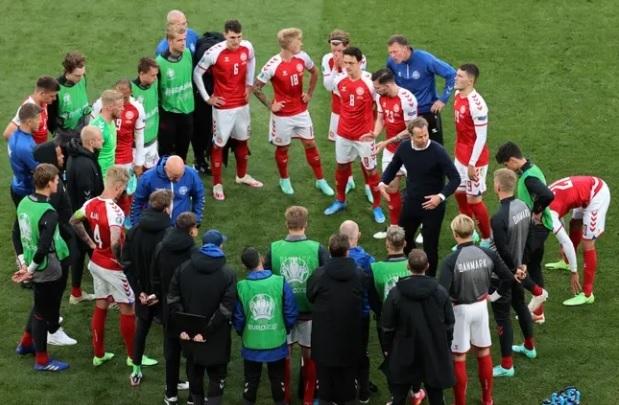 Tuyển Bỉ sẽ dừng trận đấu ở phút 10 với Đan Mạch cổ vũ Eriksen