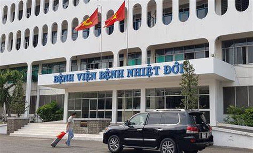 Temporary blockade imposed on HCMC Hospital for Tropical Diseases