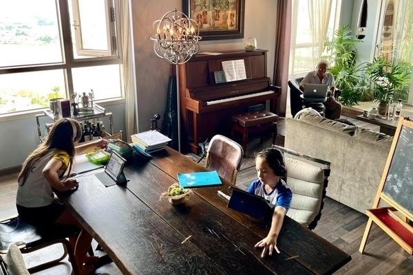 Căn hộ cổ điển, sang trọng của 3 mẹ con diva Hồng Nhung