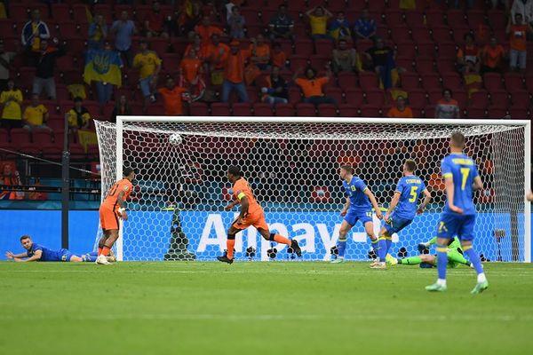 Hà Lan 2-0 Ukraine: Weghorst nhân đôi cách biệt (H2)