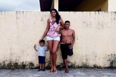 Mẫu nữ cao hơn 2m và cuộc hôn nhân với người chồng 'tí hon'