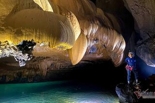 Beautiful caves with thousands of stalactites in Phong Nha - Ke Bang