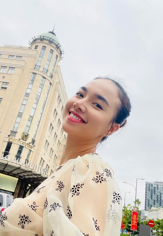 Nhan sắc vợ xinh đẹp của NSND Tự Long