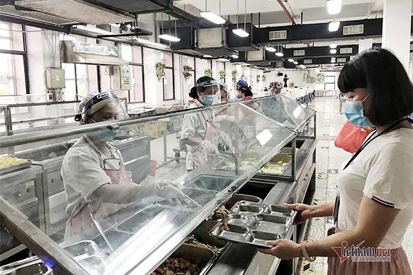 Hoàn thiện chính sách tiền lương, BHXH để nâng cao mức sống cho công nhân