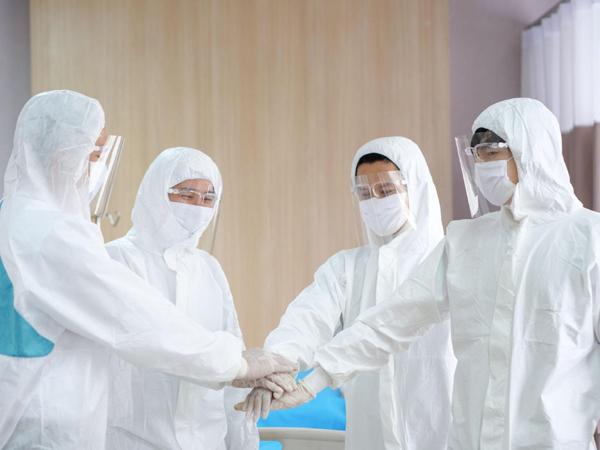 Học bổng 50 tỷ đồng tri ân nhân viên y tế điều trị bệnh nhân Covid-19