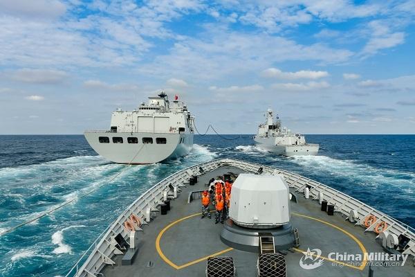 Khu trục hạm Trung Quốc diễn tập bắn đạn thật ở Biển Đông
