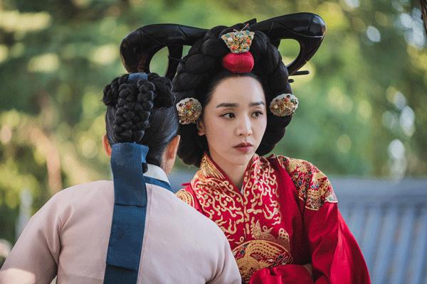 Những 'yếu điểm' khiến phim Hàn Mr. Queen thành công vượt xa bản gốc
