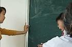 Cô giáo 24 tuổi xin lỗi vì dùng thước gỗ đánh học sinh