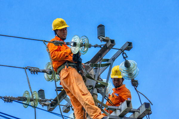 Tổng đài hỗ trợ khắc phục sự cố điện trong mùa mưa bão