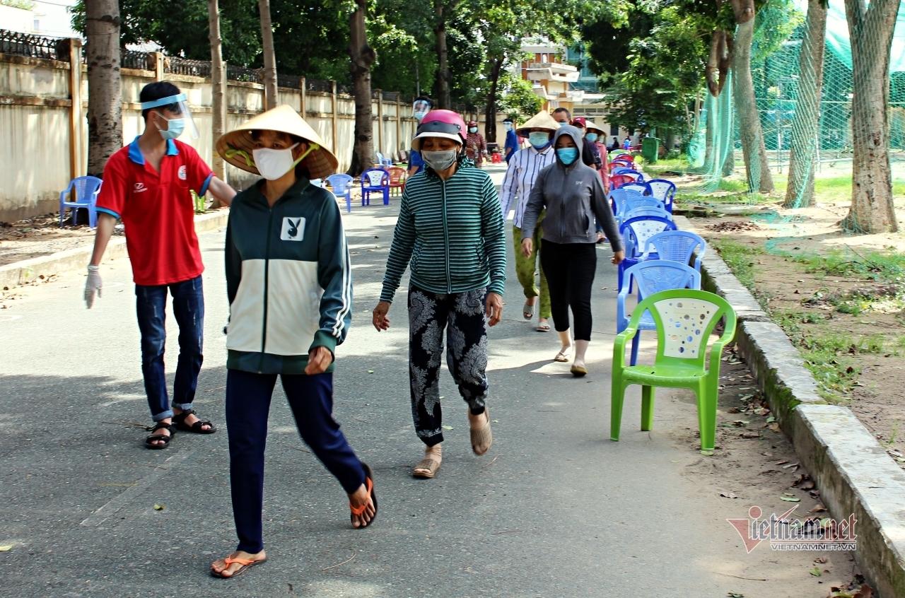 Nhiều ATM gạo miễn phí hỗ trợ người nghèo Sài thành mùa Covid