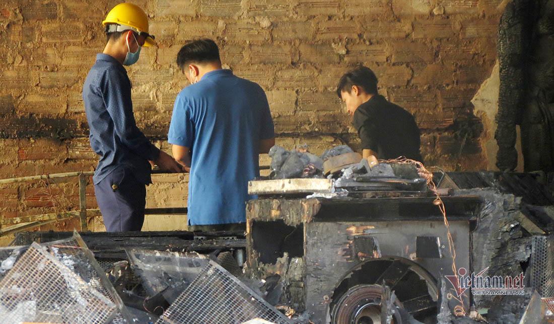 Bộ Công an thu nhiều mẫu vật trong vụ cháy phòng trà ở Nghệ An